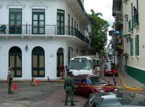 Filimg James Bond in Casco Viejo, Panama