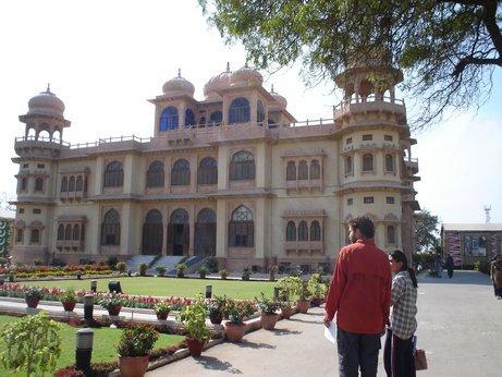 Jinnah House, Karachi (photo by Johanna DeBiase)