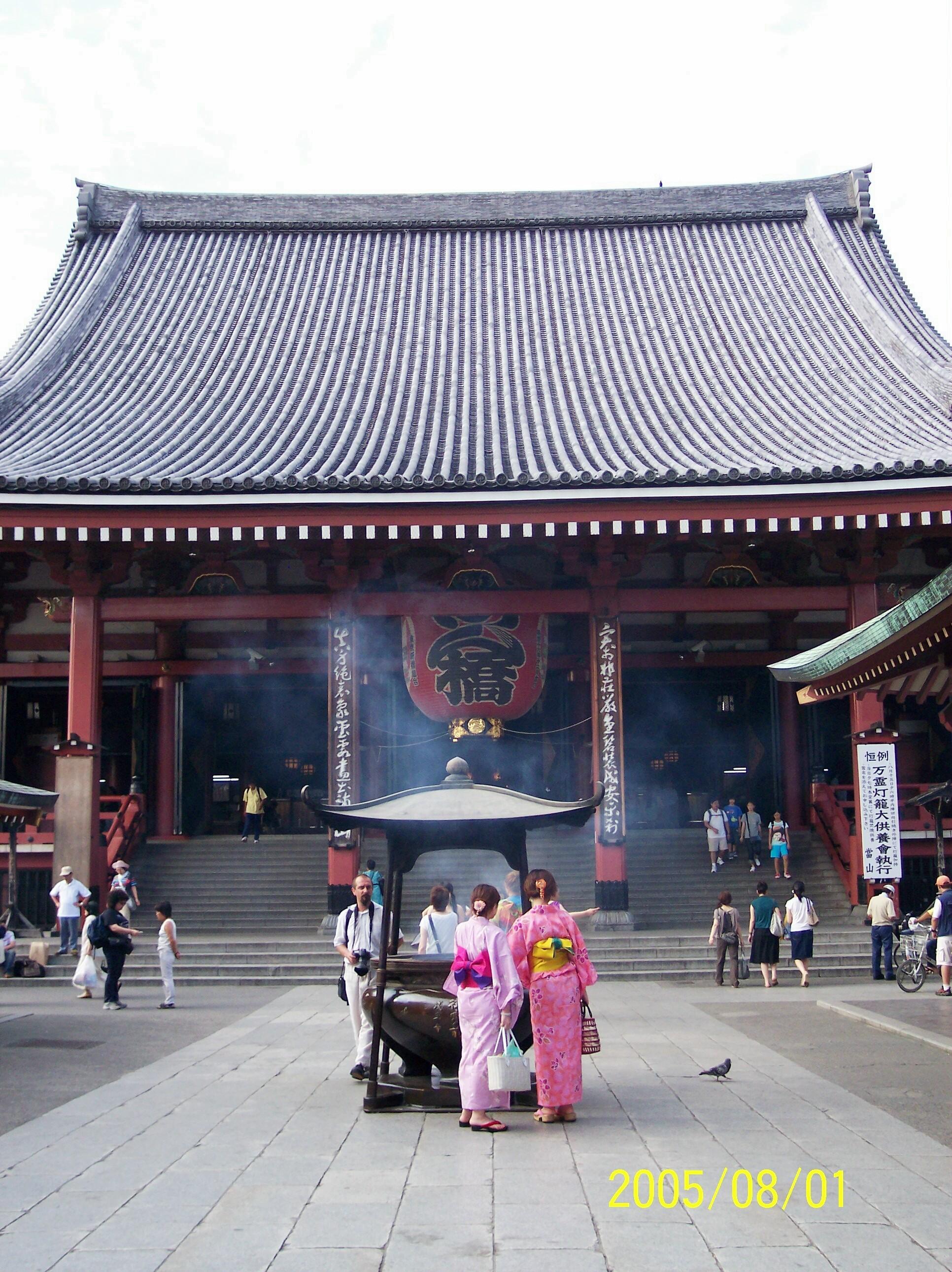 Asakusa Kannon temple entrance, Tokyo (Scarborough photo)