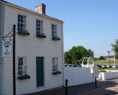 Mark Twain's boyhood home, plus the whitewashed fence (Scarborough photo)