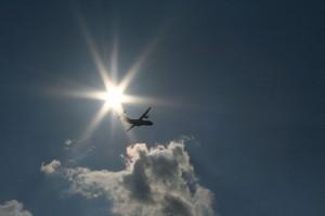 Plane taking off (courtesy Simon Grubb at Flickr CC)