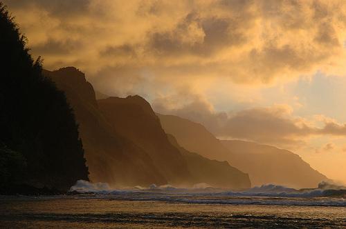Sunset Ke'e Beach Kauai (courtesy jaybergesen at Flickr CC)