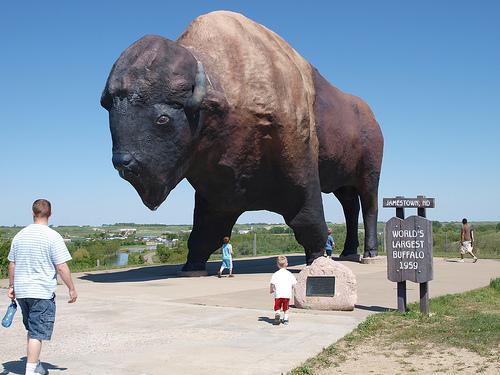 Jamestown, North Dakota giant buffalo (courtesy minnemom at Flickr CC)