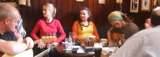 amber moon play sean's bar in athlone