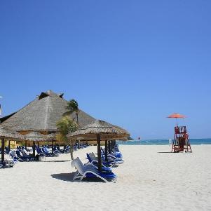 august-in-cancun